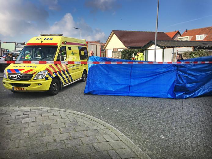 Hulpdiensten na het ongeluk in Pernis.