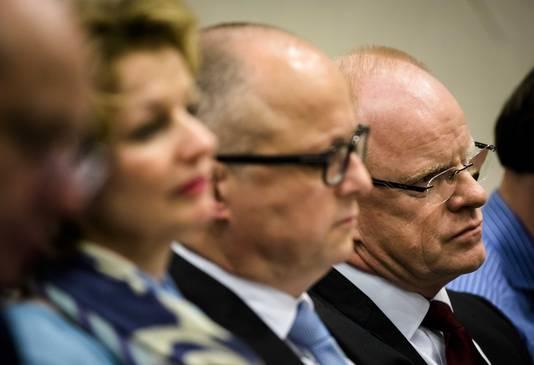 Van links naar rechts op de hoorzitting: Marjan van Loon (CEO SHELL), Rolf de Jong, directeur Benelux Exxon Mobil en Gerald Schotman (CEO NAM).