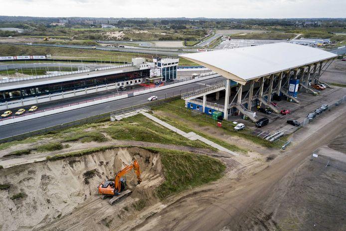 Op circuitpark Zanvoort wordt gewerkt aan de hoofdtribune.