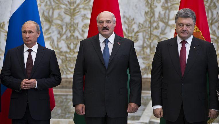 Vladimir Poetin (L), Alexander Loukasjenko (Wit-Rusland) en Petro Porosjenko in Minsk vorige week. Beeld ap