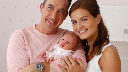 """Andy Peelman en echtgenote Tine tonen eerste exclusieve babyfoto: """"Iedereen was bang dat hij ging flauwvallen tijdens de bevalling"""""""