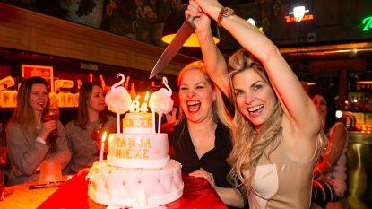 """Mieke Dexters heeft genoeg van de kritiek op haar tweelingzus: """"Tanja verdient die lelijke verwijten echt niet"""""""