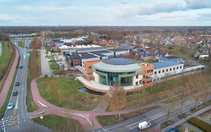 Het pand voor het gezondheidsplein aan de Cereslaan in Heesch. Op de achtergrond is de bebouwing van Oss te zien.
