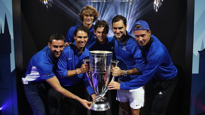 Federer bezorgt Europa de Laver Cup - Wozniacki schrijft WTA-toernooi Tokio op haar naam