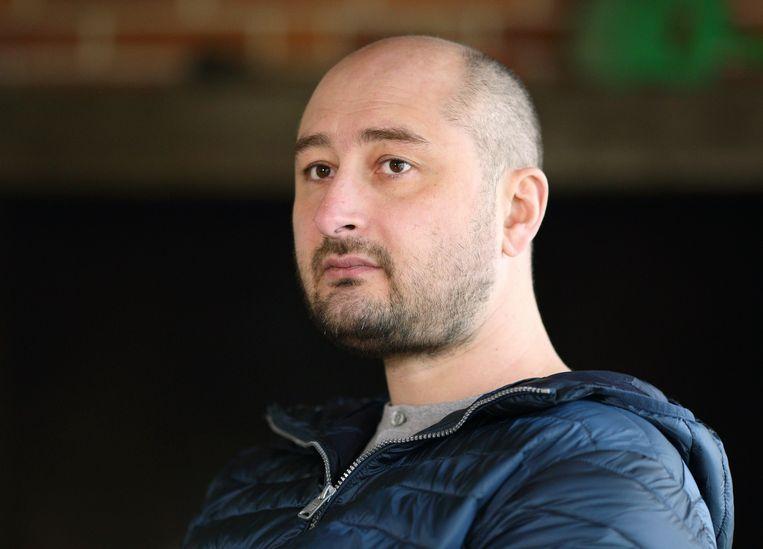 Oekraïense geheime dienst levert bewijs dat nieuws in scene gezet wordt middels vermoorde journalist Arkadi Babtsjenko die dag later weer leeft