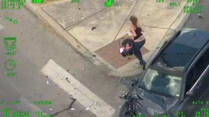VIDEO: Waanzinnige achtervolging met baby op achterbank