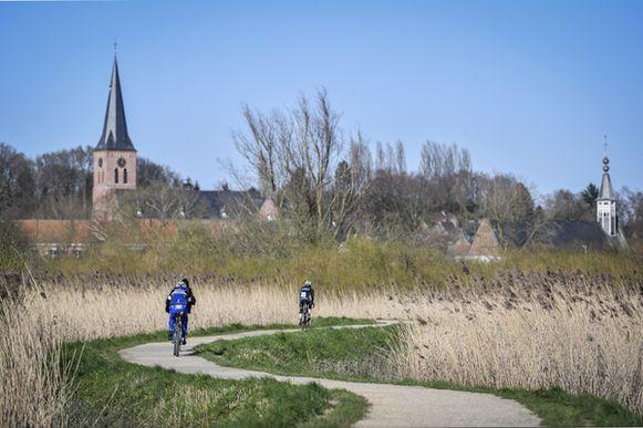 Wielertoeristen in Hamme.