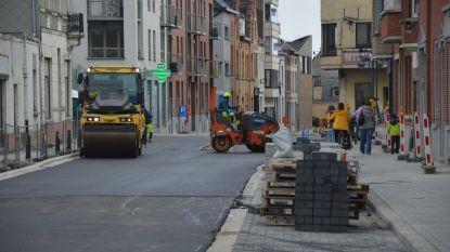 Laatste asfaltering in Dreefstraat-Weggevoerdenstraat gestart na een jaar werken