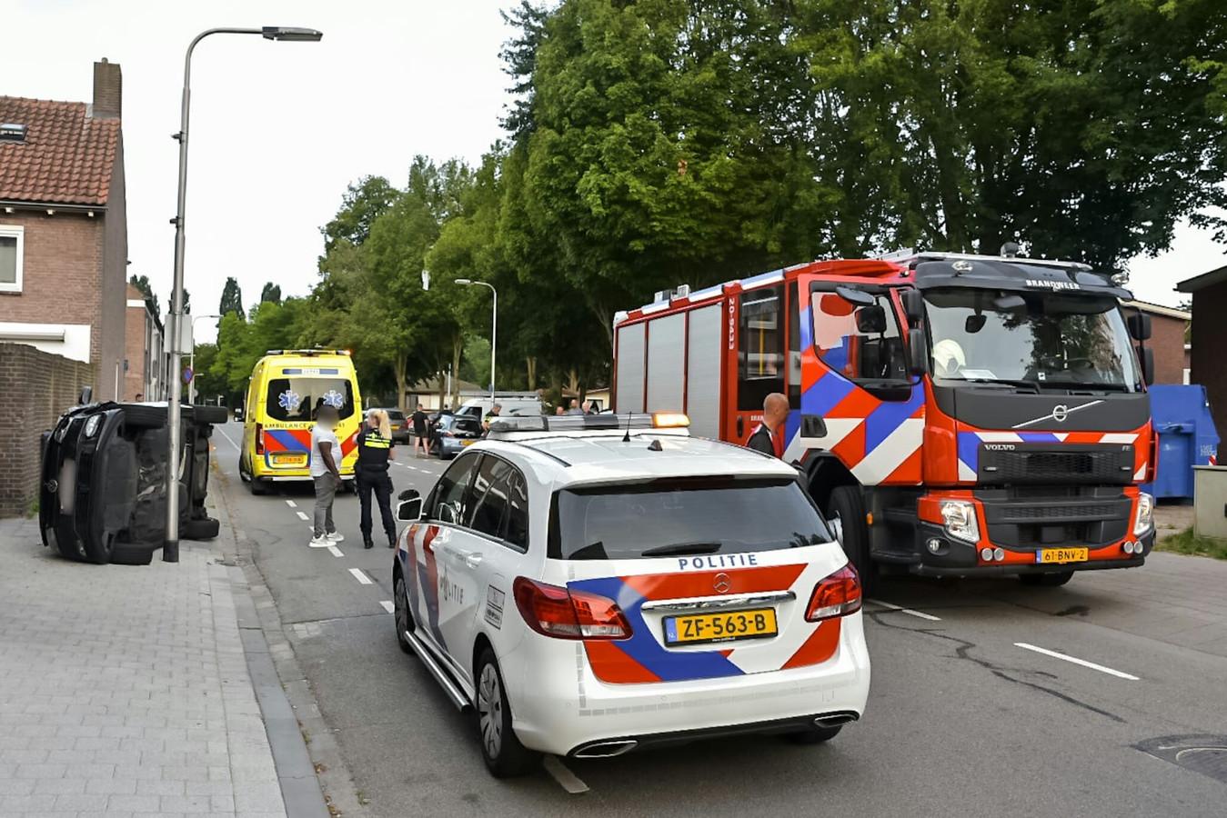 Geparkeerde auto's geramd in Tilburg.