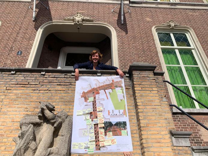 Wethouder Lieke Schuitmaker (VVD) Drimmelen presenteert brainstorm centrum Made