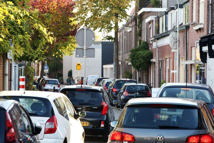 Een parkeerplekje vinden in de Zandbergwerg is voor bewoners altijd weer een uitdaging.