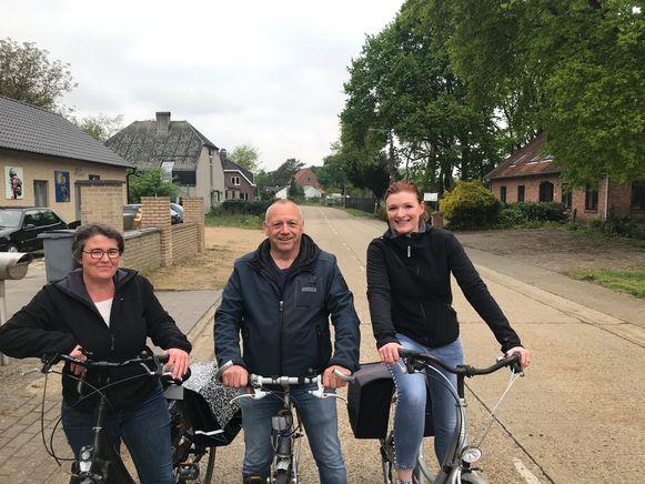 Enid Zwerts van studiebureau Suunta, schepen van Mobiliteit Roger Verheyen (CD) en burgemeester Nele Geudens (CD).