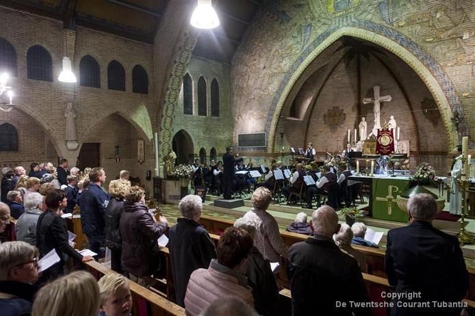Het kerkkoor in Bornerbroek geeft zondag een jubileumconcert in de Sint Stephanuskerk