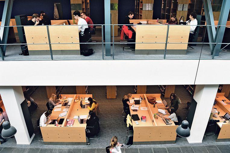 Universiteitsbibliotheek Maastricht. Beeld Marcel van den Bergh / de Volkskrant