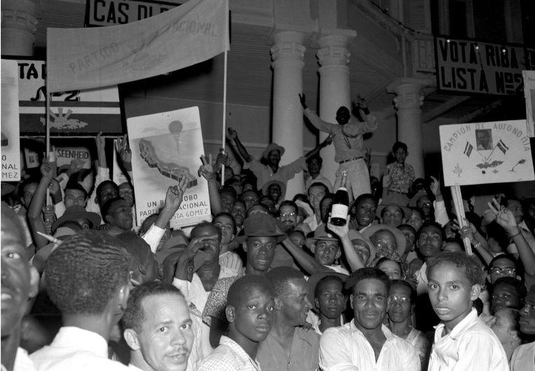 Bron: Na lange strijd krijgen Suriname en de Nederlandse Antillen in 1948 algemeen kiesrecht Beeld Nationaal Archief Curaçao