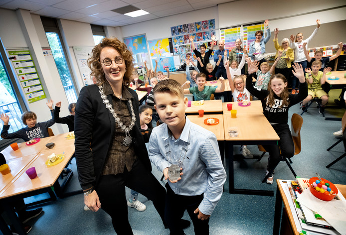 Burgemeester Judith Keijzers en jeugdburgemeester Jip van de Loo.