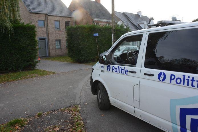 De politie houdt de woning van het slachtoffer sinds vrijdagavond in de gaten.