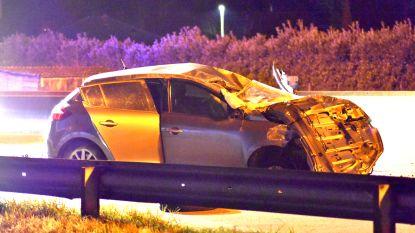 Wagen gaat meermaals over de kop op E313 in Massenhoven: slachtoffer zwaargewond