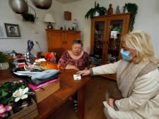 Deze geluksknop voor ouderen bezorgt een boodschap, een praatje of hulp in huis