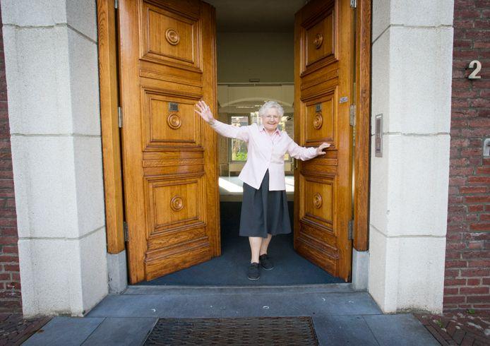 """Zuster Theresia (85) zwaait uit. ,,Wij hebben ons bij de verhuizing neergelegd. Dit wordt ons echt te groot."""""""