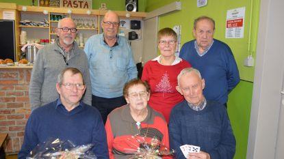 Okra Hoogstade-Gijverinkhove huldigt zijn kaartkampioenen