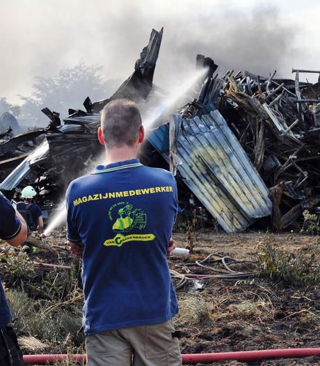 Brandweer blust nog na bij Van Cranenbroek Budel
