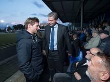 Burgemeester Kolff geniet van stuntwedstrijd GVVV tegen Dordrecht