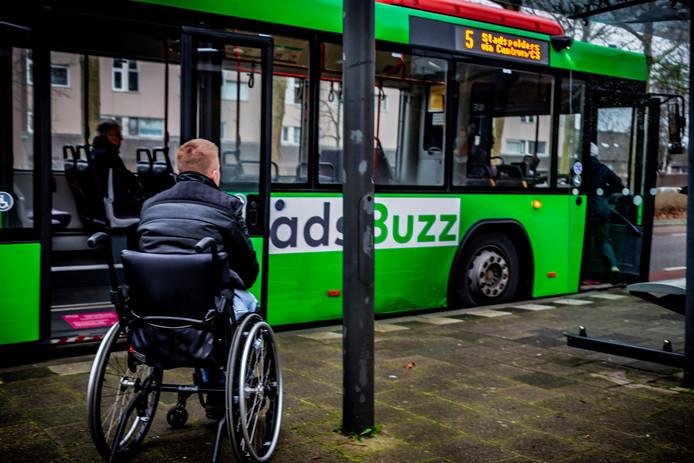 Nick Ryan Bootsman is bang voor botte reacties van buschauffeurs en passagiers. Daarom wil hij niet herkenbaar op de foto.