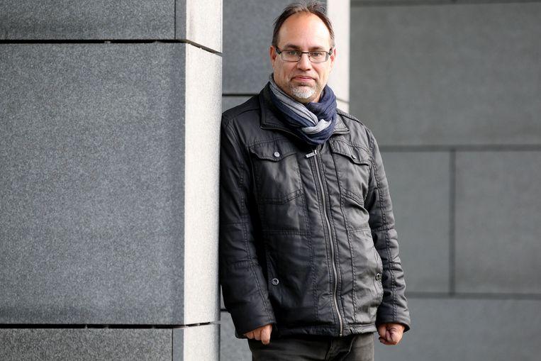 """Peter Roose, burgemeester van Veurne, vindt de sjerpendiscussie absurd. """"Is dit het issue van het land? Of van één burgemeester?"""""""