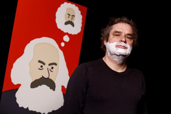 Frank Lammers in de rol van Karl Marx, een productie van Het Zuidelijk Toneel.