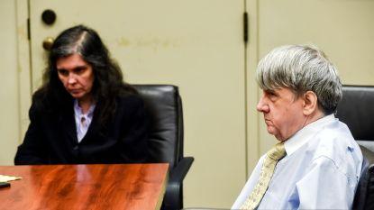 Hulphond Raider helpt 13 kinderen tijdens emotionele rechtszaak tegen ouders die hen mishandelden en misbruikten