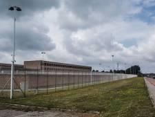 Besmette gedetineerde uit corona-afdeling Brugse gevangenis naar ziekenhuis overgebracht: vakbonden luiden alarmbel over mondmaskers