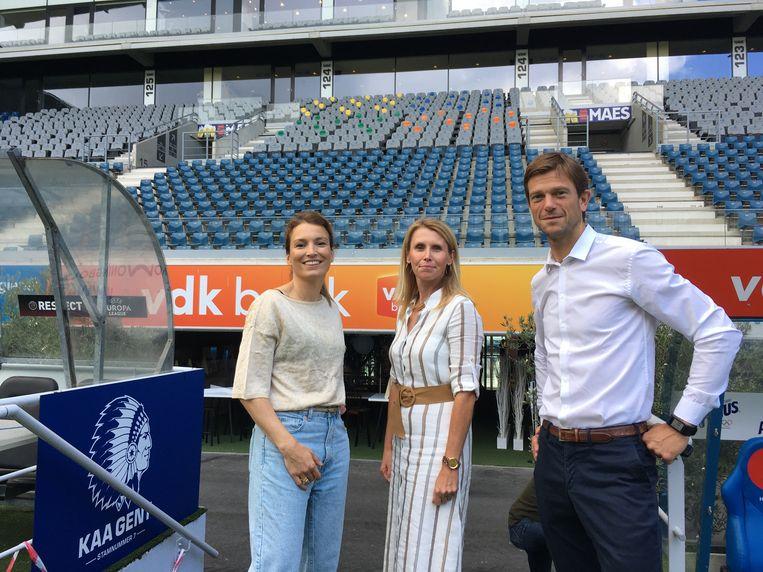 De organisatoren van Arena Events, Barbara Stevens, Barbara de Staute en Michiel Vanderheyden. Waar zij staan wordt een podium gebouwd tot tegen de tribune