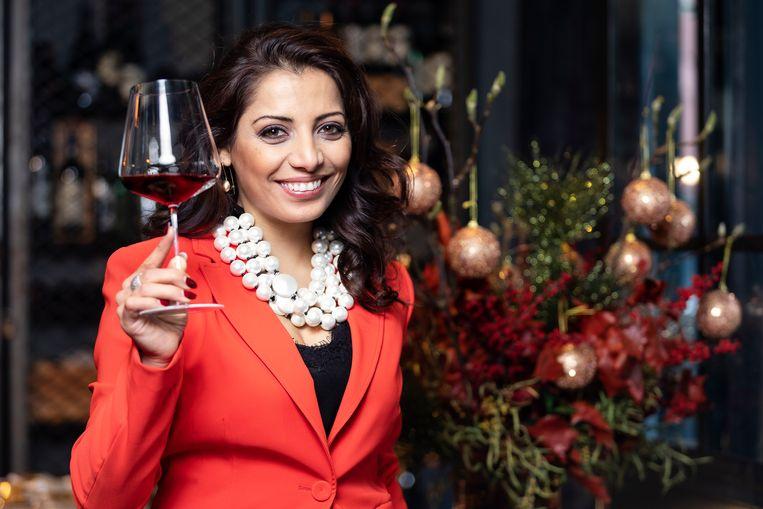 Onze huissommelier Sepideh spaart je flink wat tijd uit. Ze proefde talrijke feestelijke flessen uit de supermarkt en speciaalzaak voor en selecteert haar aanraders