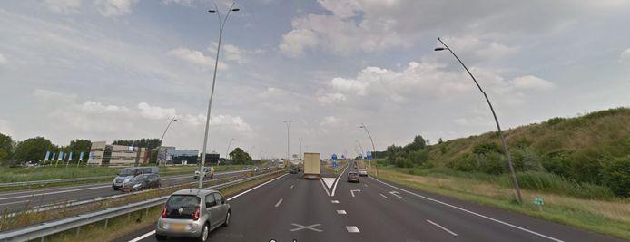 De A50 bij de afslag naar Ekkersrijt/Ikea.