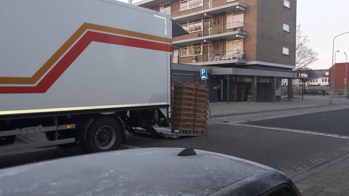 Geen plek om te lossen? Dan blokkeer je toch een weg!