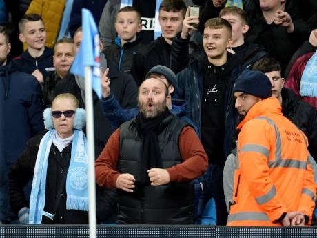 Toeschouwer gearresteerd voor maken van apengebaren naar United-speler Fred