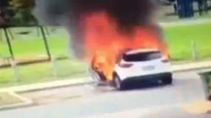VIDEO. Australische mama kan zoontjes net op tijd uit brandende wagen redden