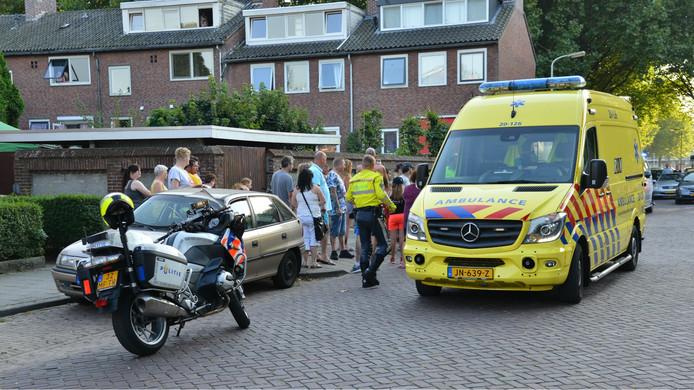 Er was erg veel bekijks voor de afhandeling van het ongeval in Willem Barentszstraat in Breda.