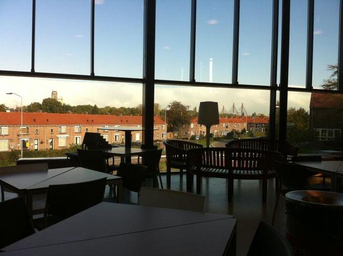 De aula in de nieuwbouw van De Waard, met een fraai uitzicht op Zaltbommel. foto Tim Durlinger/BD