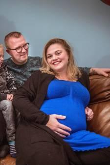 Stralende zwangeren laten negativiteit in coronatijd van zich afglijden: 'Wondertje is meer dan welkom'