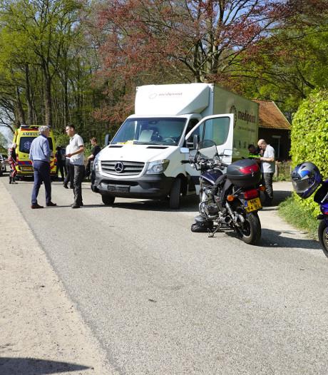 Motorrijder geschept door vrachtwagentje in buitengebied van Gorssel