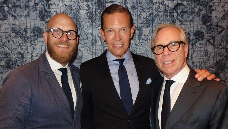 Ook niet elke week in Schuim: modeontwerper Tommy Hilfiger (r). Naast hem zijn ceo Daniel Grieder (m) en James Veenhoff (Jean School). Beeld Schuim