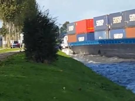 Geschreeuw en paniek: containerschip plet plezierjachtje bij Breukelen