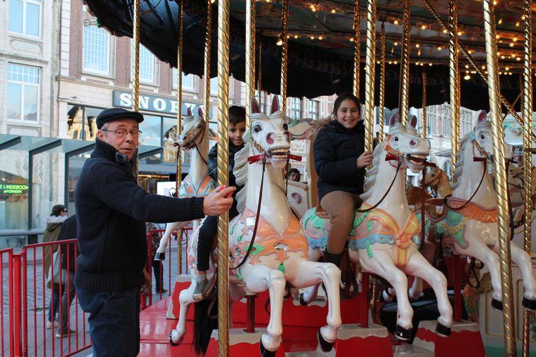 Franky Faes met zijn 130 jaar oude paardenmolen.