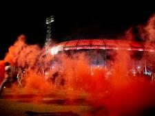 Feyenoordfans steken vuurwerk af voor 110de verjaardag van de club