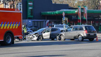 Kruispunt versperd na ongeval