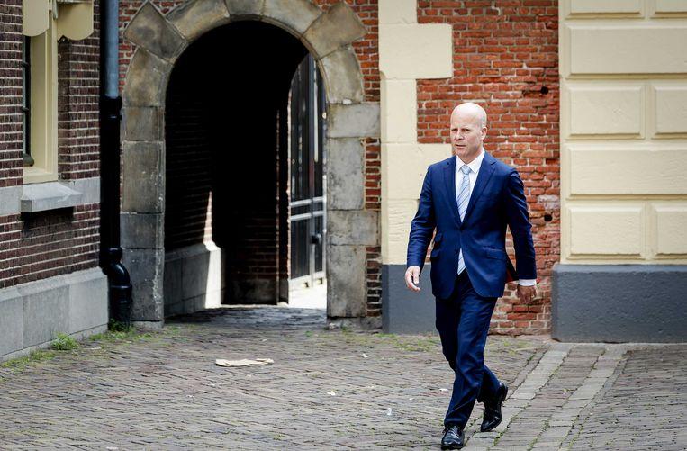Staatssecretaris Raymond Knops van Binnenlandse Zaken en Koninkrijksrelaties op het Binnenhof.  Beeld ANP - Robin van Lonkhuijsen.