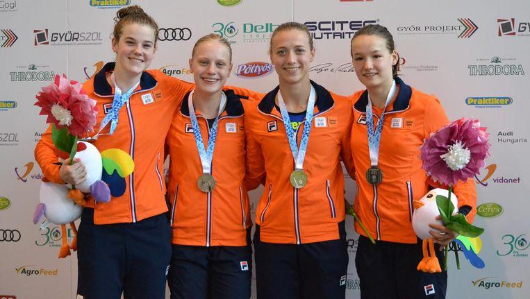 Vlnr: Imani de Jong, Nienke Jonk, Elise Tanis en Britta Koehorst veroveren op de eerste dag van de EJOF Europees zilver. Beeld