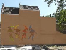 Vier 'zotten' springen uit de muur nabij 't Zand